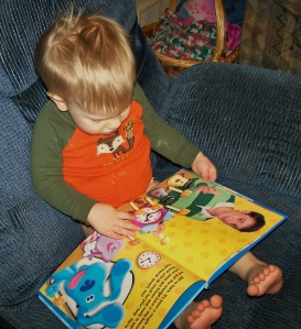 Little Bear loves his Blue's Clues books!
